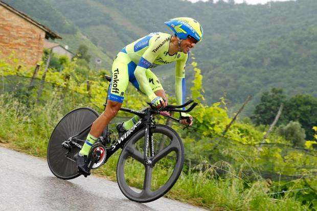 Alberto Contador impegnato nella cronometro (foto Bettini Cyclingnews)