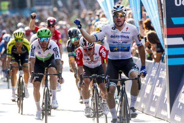 Elia Viviani trionfa ad Amburgo (foto cyclingnews bettini) (1)