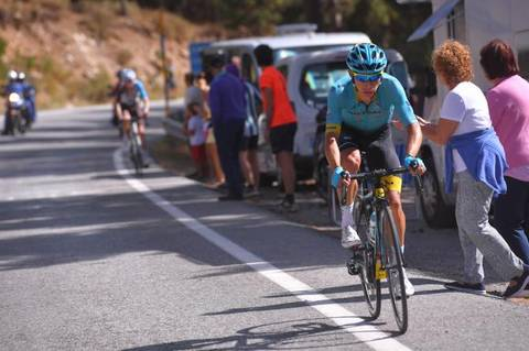 Miguel Angel Lopez in fuga (foto cyclingnews)