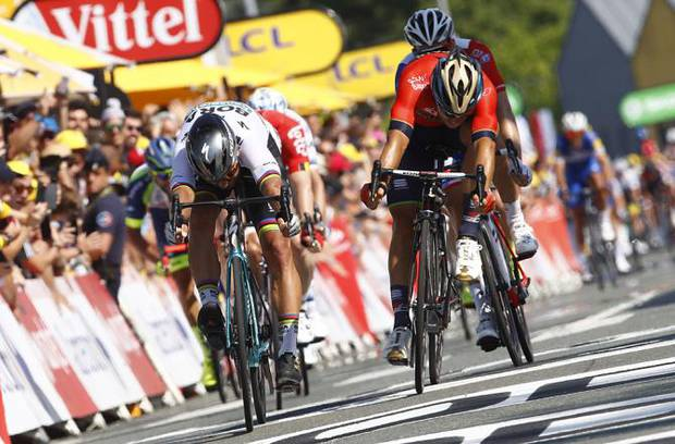 Peter Sagan vince su Sonny Colbrelli tappa 2 del Tour de France (foto bettini cyclingnews)