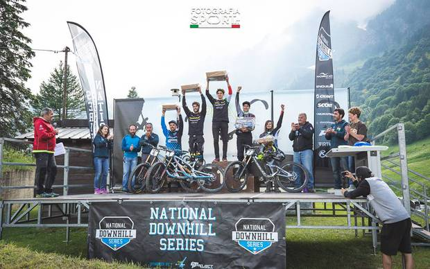 Podio maschile Prali Downhill (foto national downhill series)